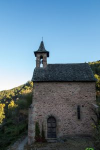 Jakobsweg Conques Kapelle morgens