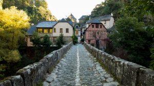 Jakobsweg Conques Pilgerbrücke Blick zurück